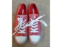 Pink patterned Canvas Converse