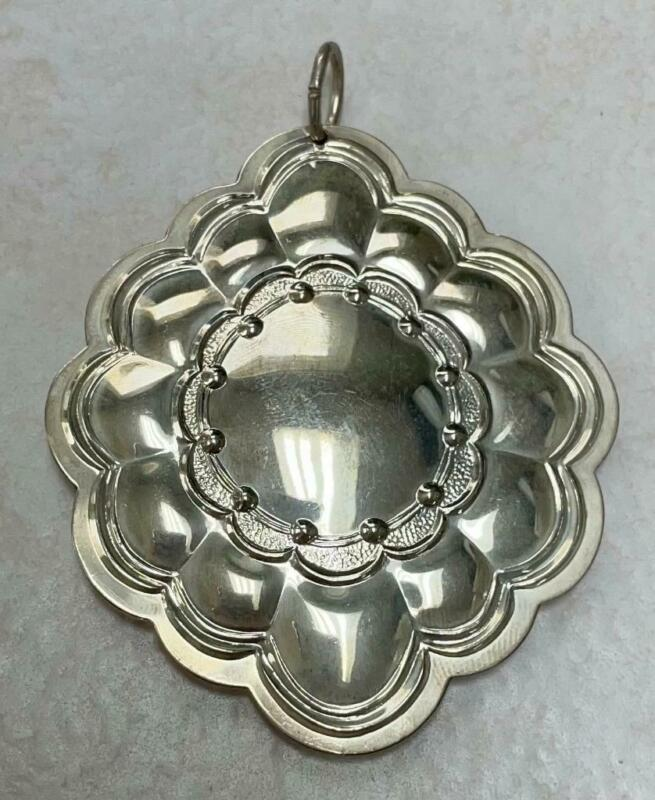 Vintage Towle 1984 Sterling Silver Christmas Ornament ~ 11 grams ~ 5-A1247