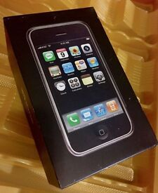 A Very Rare Apple iPhone 2G - 1st Generation - 8GB - Black Smartphone 2G iPhone