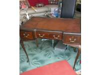 Antique'. Desk