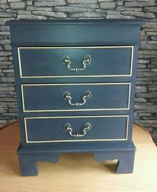 Small vintage set of drawers