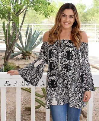 PLUS SIZE OFF SHOULDER BLACK WHITE