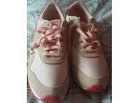 NEW REEBOK TRAINERS FOR SALE.