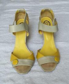 Grey/yellow sandals 6