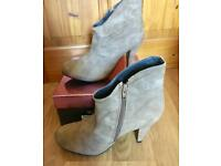 Ladies Boots Size 7 New In Box