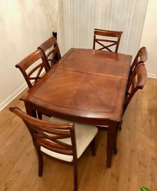 Extendable Dining Table with 8 Chairs - Good Condition!!