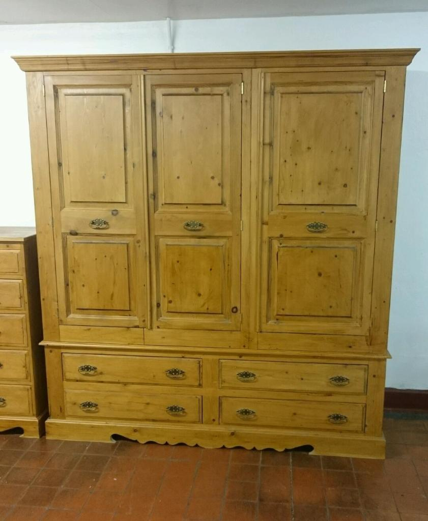 Quality solid pine triple wardrobe and drawers united for Furniture 4 u ashington