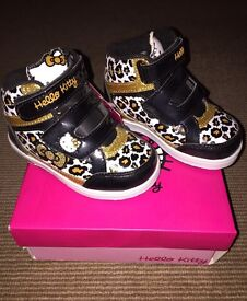Hello Kitty Hightop Light Up Trainers (Child size 6)