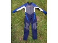 Full length girls wetsuit in good condition