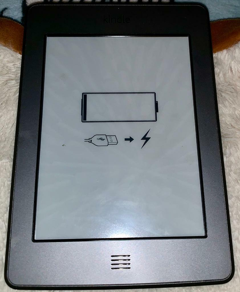 Kindle 4th gen with case - no scratches | in Brentwood, Essex | Gumtree