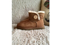 Ladies Genuine Ugg Mini Bailey Button Chestnut Boots Uggs UK Size 4.5 New in Box