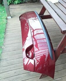 Ford Focus Mk1 rear bumper in metallic burgundy