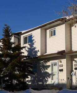 2619 135 avenue - Great Location! 3 Bdr Townhouse *FREE RENT!*