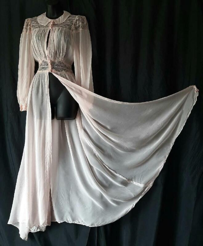 PIN-UP Vintage 1930s 40s SHEER PINK CHIFFON Lacy GOWN & ROBE PEIGNOIR SET