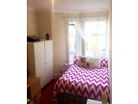 Rooms available for now & the 1st of Feb in a house share in an excellent central location!