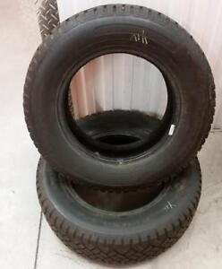 (YH9) 2 Pneus Hiver - 2 Winter Tires 215-65-15 Cloutés - Studded