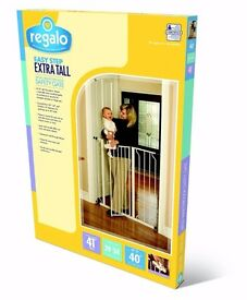 Regalo Easy Step Walk Thru Baby Safety Gate Pressure Mount with Included Extension Kit (104 cm)