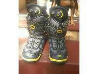 DC pump snowboarding boots size 9 great condition grab yourself a bargain £40 obo everything mu