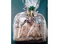 Ladies Pamper Hamper Gift Set:Make Up Bag,Bergamot,Apple & Cinnamon Body Lotions