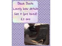 Black boots with bow details