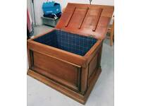Heavy solid oak coffee table with storage can deliver 07808222995