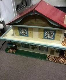 Old retro vintage dolls house ideal for project