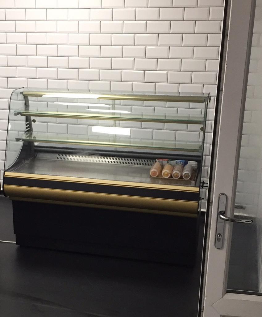 Refridgerated display cabinet