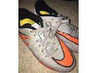 Boys Nike football boots 1.5