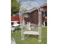 (#805) stunning metal garden bench arch (Pick up only, Dy4 area)