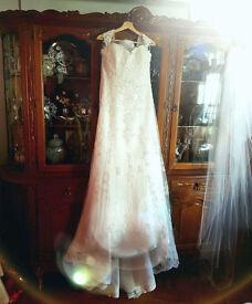 Wedding Dress Maggie Sottero (size 14-16) plus veil