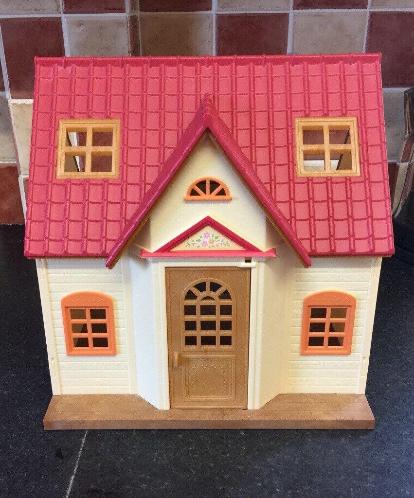 Sylvanian Families Cosy Cottage Starter Home plus Classic Furniture Set