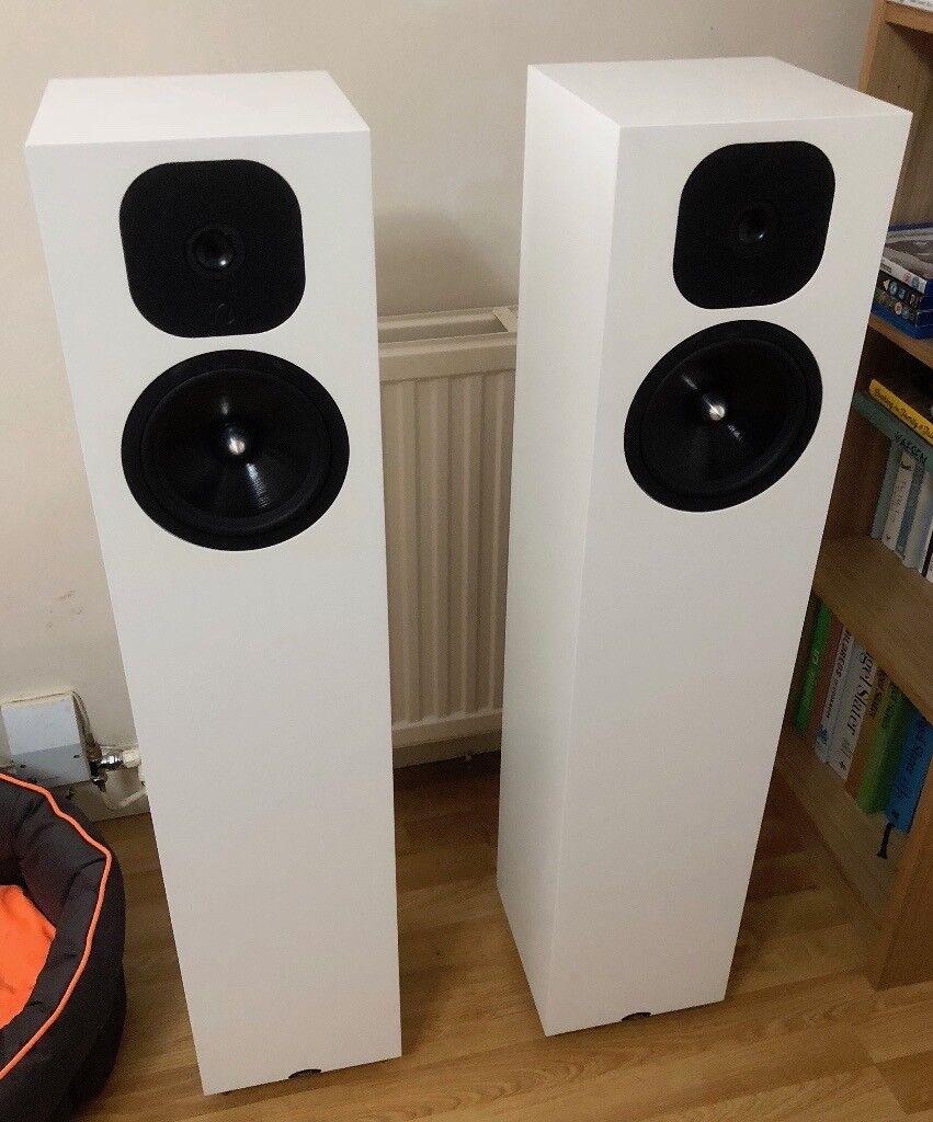 Neat Momentum SX5i Loudspeakers