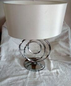 Metal Swirl Table Lamp