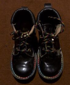 GIRLS DR. MARTENS BOOTS SIZE 10. EXCELLENT CONDITION.