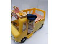 Sylvanian Families- 8 piece School Bus