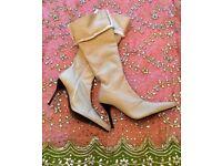 NEW Cream Oatmeal Designer Leather Boots PALOMA BARCELO Soft Sheepskin Suede Heels Size 40 Luxury