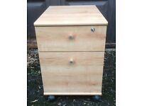 Filing cabinet with lockable top drawer