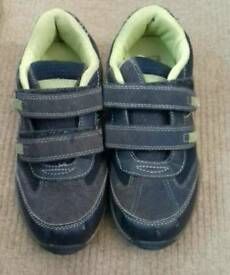 Boys trainers size 4