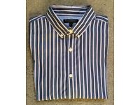 MENS SHIRT By BANANA REPUBLIC. BLUE & WHITE STRIPED SIZE LARGE. BUTTONED COLLER.