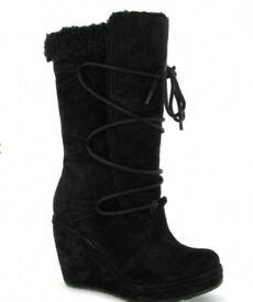 Nearly new rocket dog black boots.
