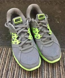 Nike relentless running trainers size 9 1/2 £15