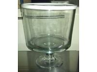 Pampered Chef Glass Trifle / Salad Bowl with Stand