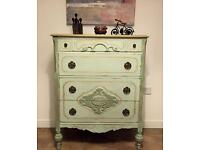 Beautiful French style fully refurbished chest of drawers
