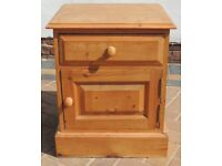 SINGLE RUSTIC SOLID PINE BEDSIDE TABLE/DRAWS IN GOOD USED CONDITION FREE LOCAL DELIVERY AVAILABLE