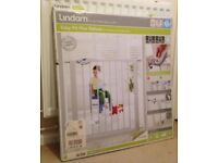New Lindam Easy-Fit Plus Deluxe pressure fit safety gate