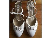 Wedding shoes, cream satin size 7 wide