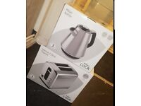 Brand new - Matching Kettle and Toaster set
