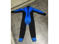 Small full length wetsuit in very good condition