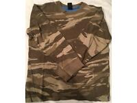 Gap camouflage t shirt