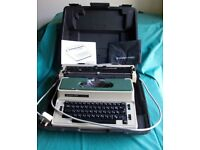 Electric typewriter - Silver Reed 2600CR